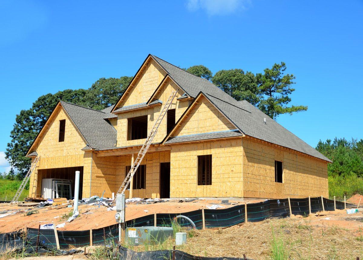 Ściśle z obowiązującymi wzorami nowo stawiane domy muszą być energooszczędne.